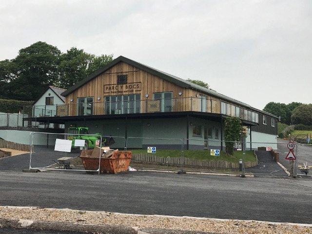 Burns Farm Shop, Parc Y Bocs, Kidwelly